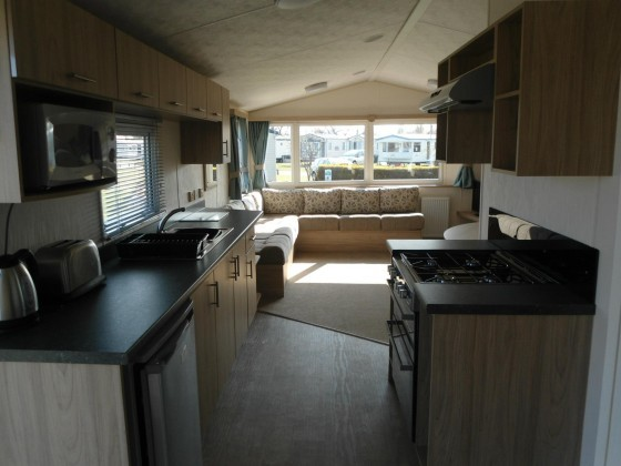 Cool Luxury Platinum 6 Berth Caravan For Hire At Hopton Holiday Village