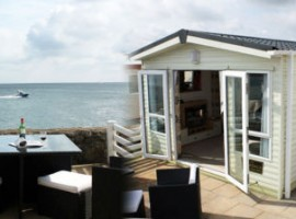SEA FRONTED LUXURY GOLD MEDALLION 6 BERTH STATIC CARAVAN ON GIMBLET ROCK HOLIDAY PARK PWLLHELI