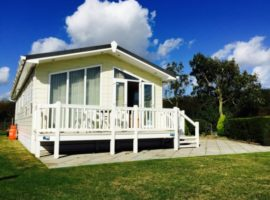 Immaculately Presented Lodge with Sea Views at Haven Hopton Holiday Village