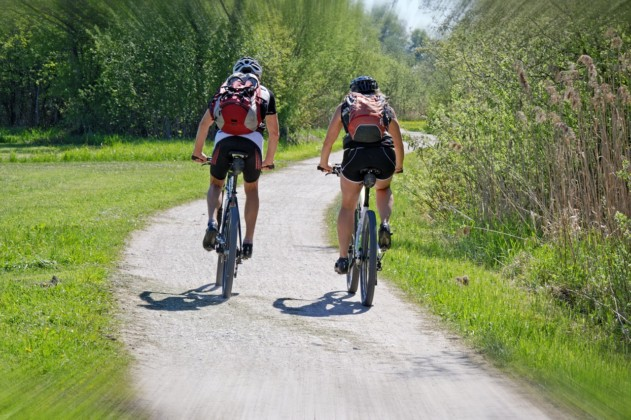 UK cycling routes near caravan holiday parks