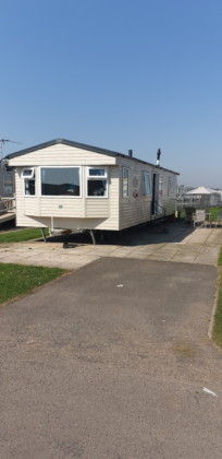 Beautiful 2 Bedroom Spacious 4 Berth Caravan on Coastfield